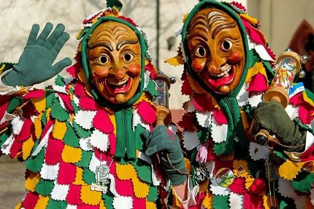 Personas disfrazadas en Carnaval