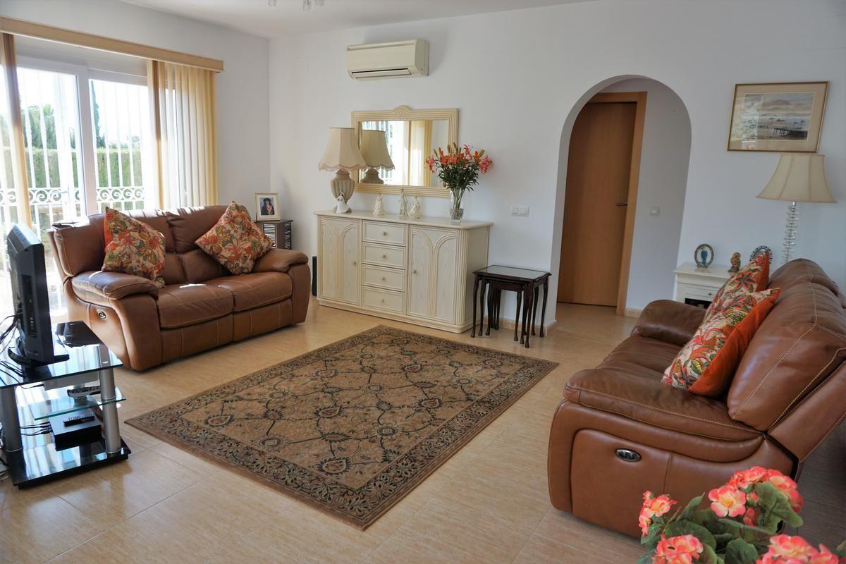 Salón de la bonita villa de 3 habitaciones