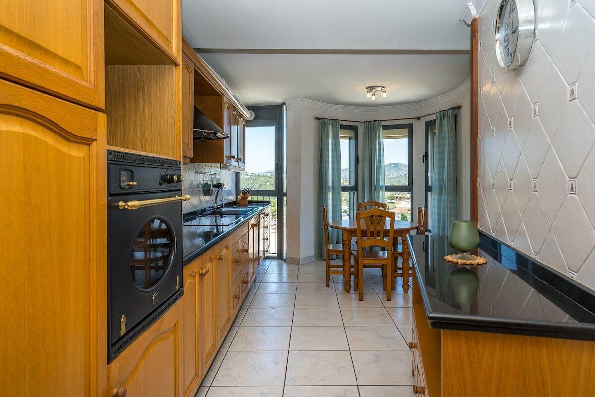 Cocina del amplio apartamento