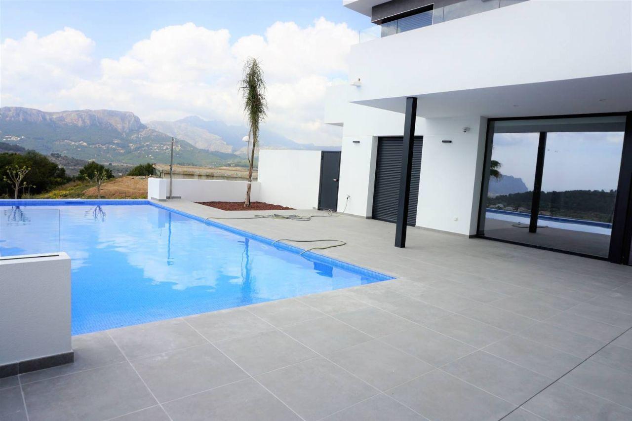Terraza de la Villa moderna con preciosas vistas