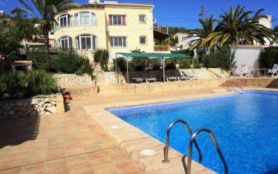 Villa doble con piscina privada en Calp