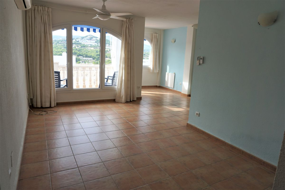 Salón del Bonito apartamento de 2 dormitorios y piscina comunitaria
