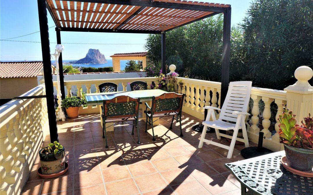 Villa reformada de 4 dormitorios y vistas al mar en Calp