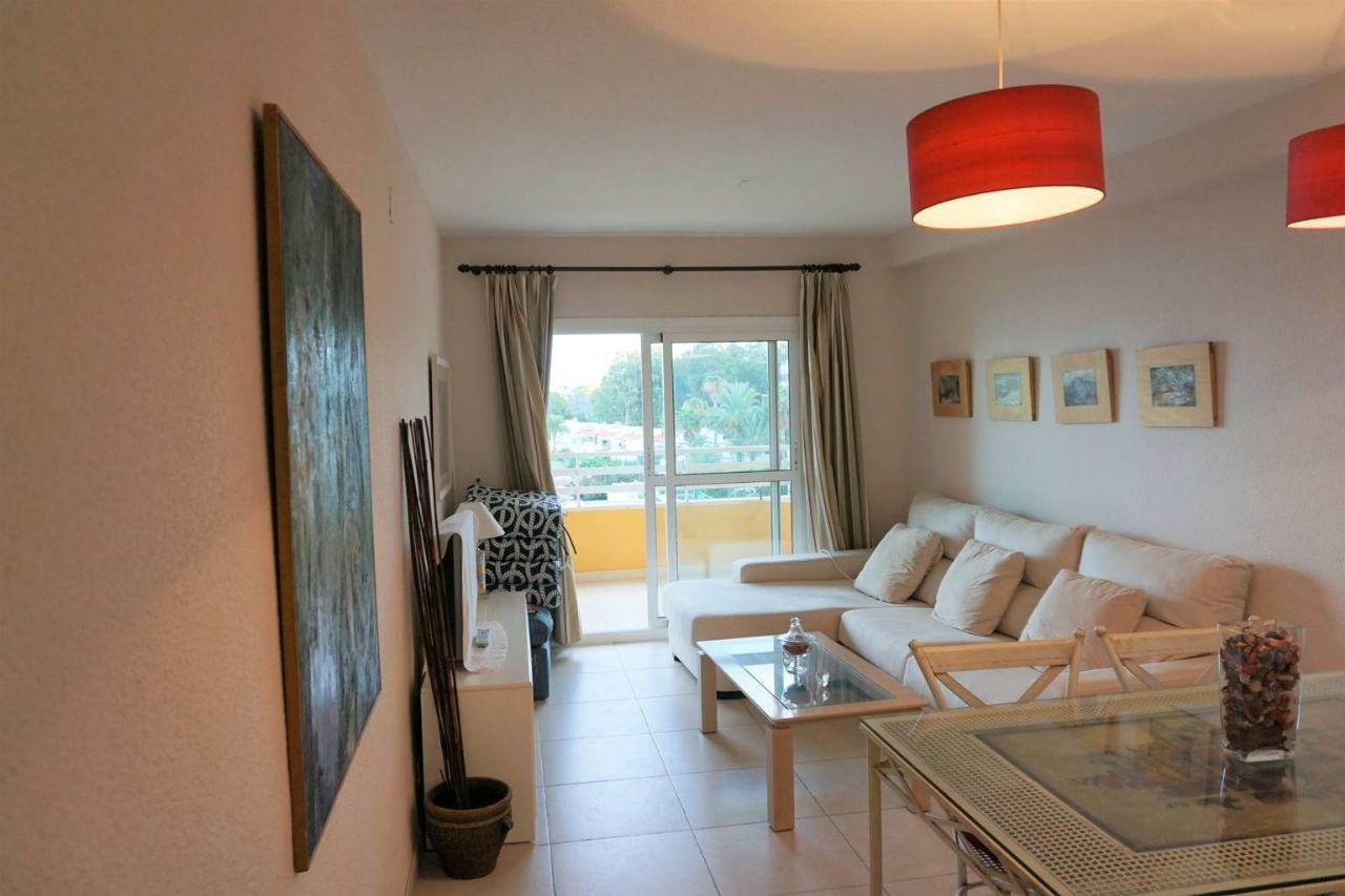 Salón del apartamento de 2 dormitorios en primera línea de playa