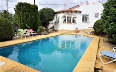 Bonita villa de una planta con piscina privada en Calp