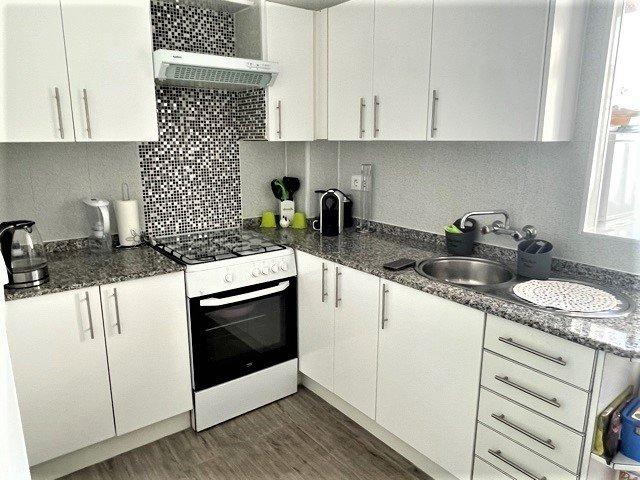 Cocina del amplio y luminoso apartamento en el centro de Calp