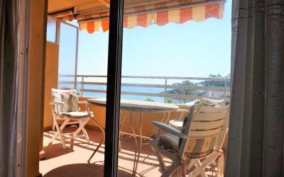 Coqueto apartamento en primera línea de playa en Calpe