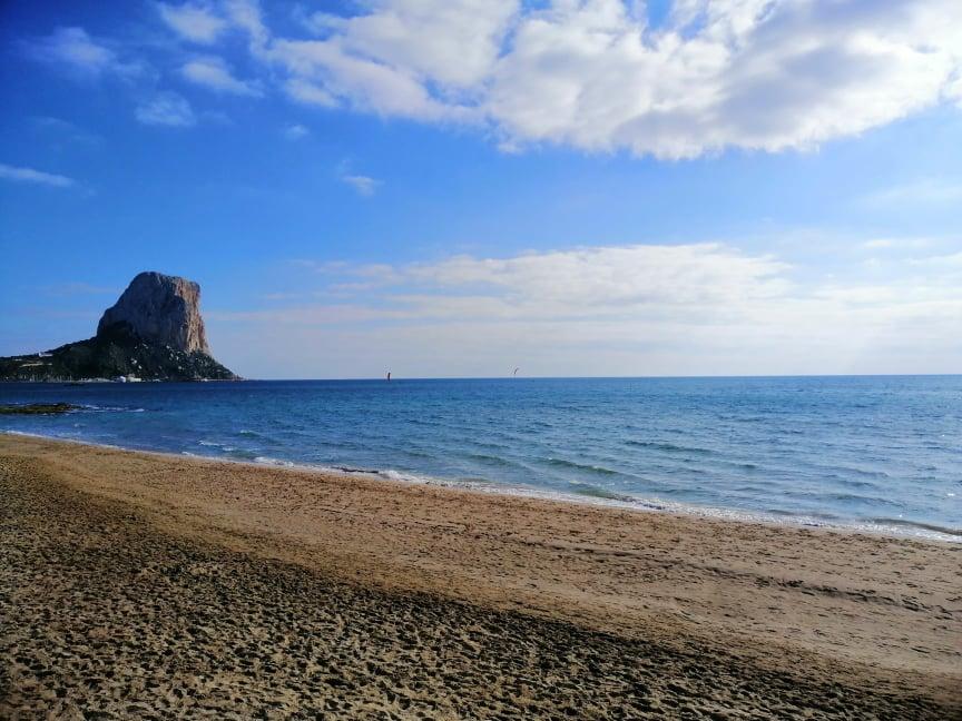 Playa de Calpe - Ventajas de vivir en invierno en Calpe